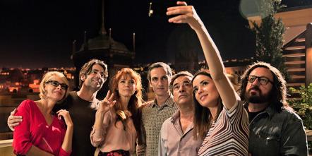Perfectos desconocidos: Selfie de grupo