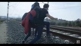 LA HUIDA. PROGRAMA 6. Ana y David cruzan vías del tren