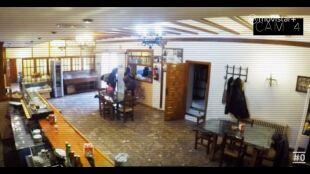 LA HUIDA - Programa 3 - Laura y Shanos cámaras en hostal