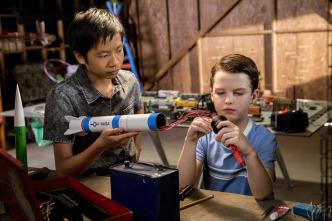 El joven Sheldon - Cohetes, comunistas y bibliotecas