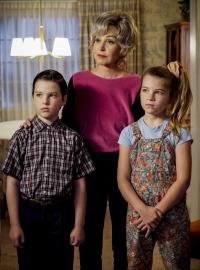 El joven Sheldon. T2.  Episodio 9: Dinámica familiar y un Fiero rojo