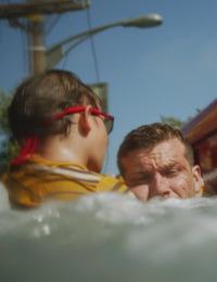 911. T3.  Episodio 2: El que nada no se ahoga