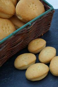 ¿Cómo se elabora?. T2.  Episodio 5: Caramelos de piñones, caldo de pescado vegetal y galletas María