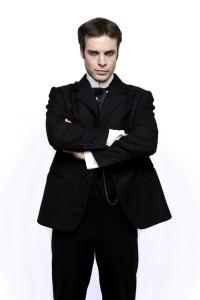 Club Houdini. T1.  Episodio 11: La mujer del abrigo rojo