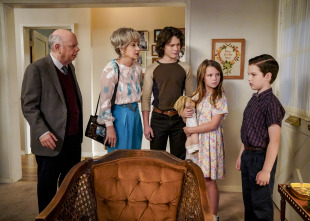 El joven Sheldon - Dinámica familiar y un Fiero rojo