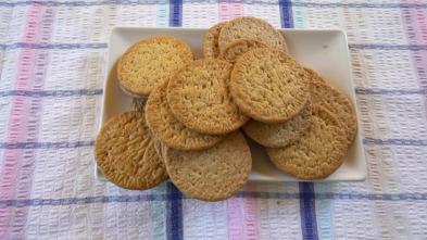 ¿Cómo se elabora? - Caramelos de piñones, caldo de pescado vegetal y galletas María