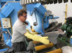 Así se hace - Fotografías/Curtido de cueros/Electrodos de soldadura/Violines eléctricos