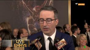 Emmys 2017. John Oliver en la Alfombra Roja